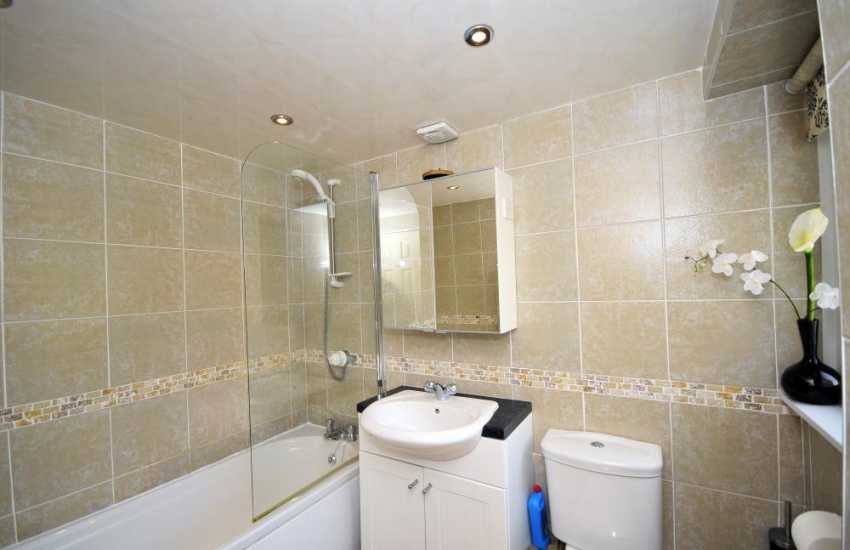 Beaumaris holiday cottage - family bathroom