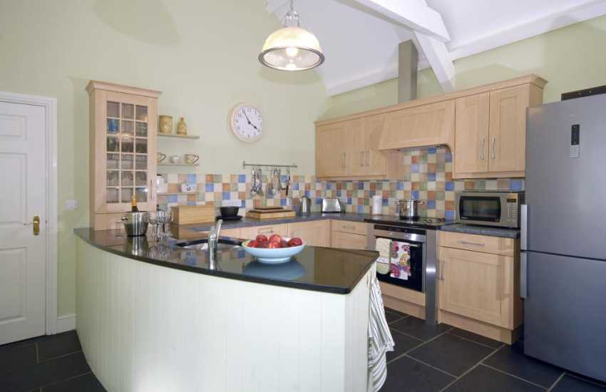 North Pembrokeshire self-catering barn conversion near the sea  - luxury kitchen/breakfast room