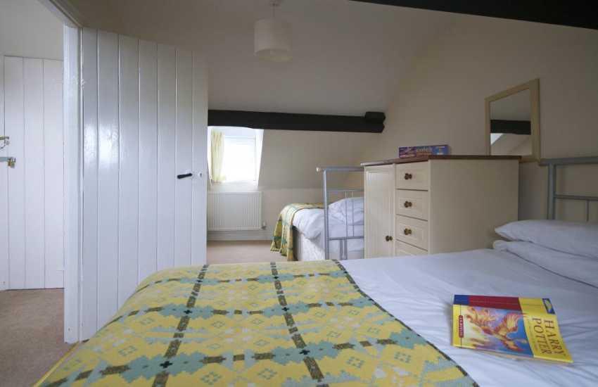 Holiday house sleeps 10 Wales - bedroom