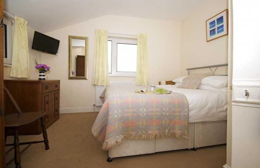 Criccieth holiday house - bedroom