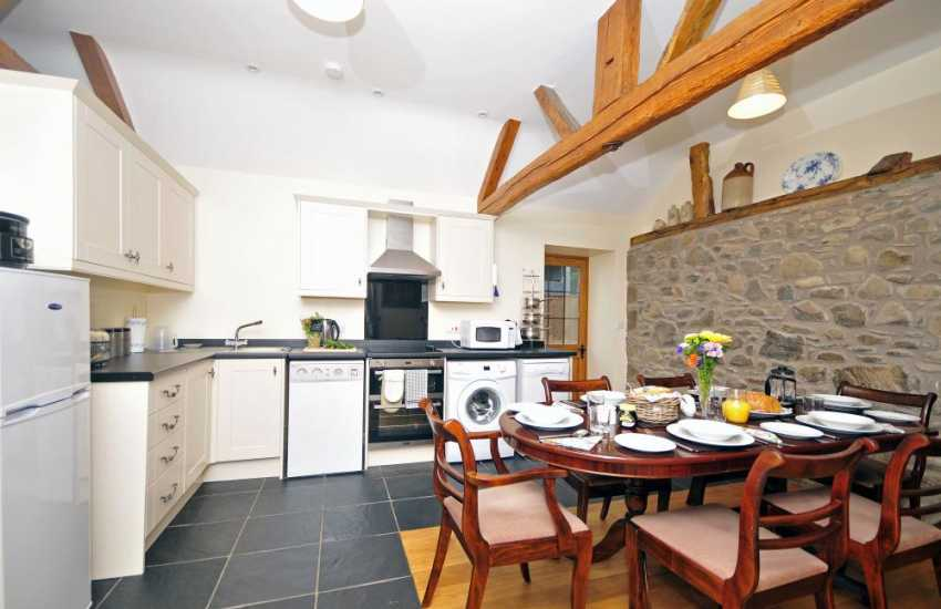 Newtown luxury cottage holiday - kitchen