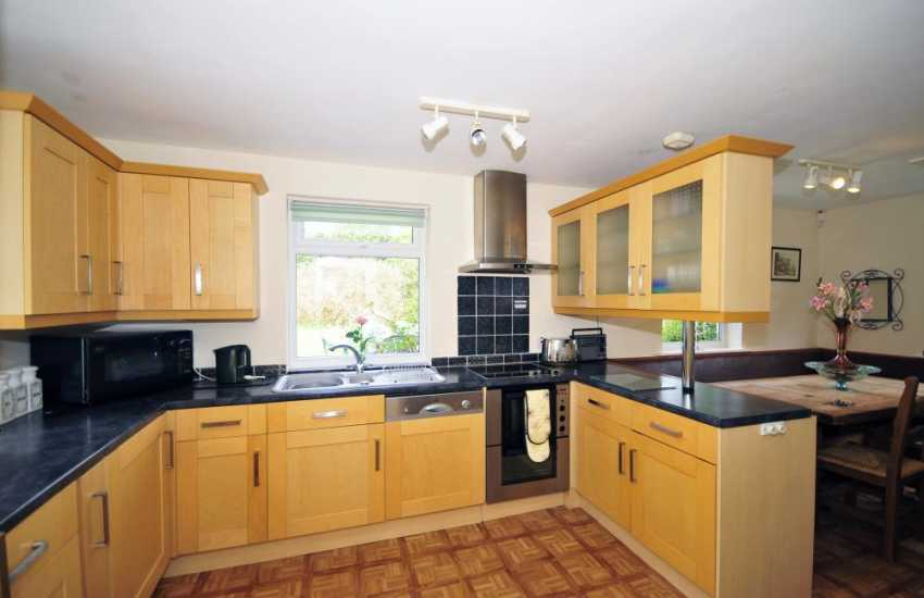 Beaumaris cottage - kitchen