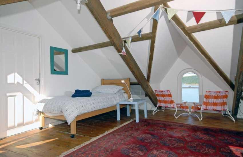 Cardigan Bay coastal holiday home - attic room sleeping 3 with garden/sea views and en-suite shower