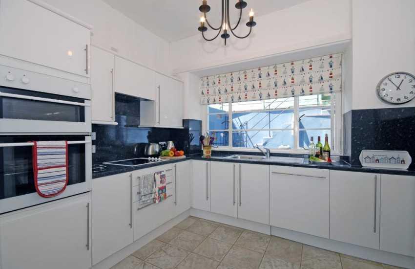Self-catering coastal cottage New Quay, Cardiganshire - modern kitchen