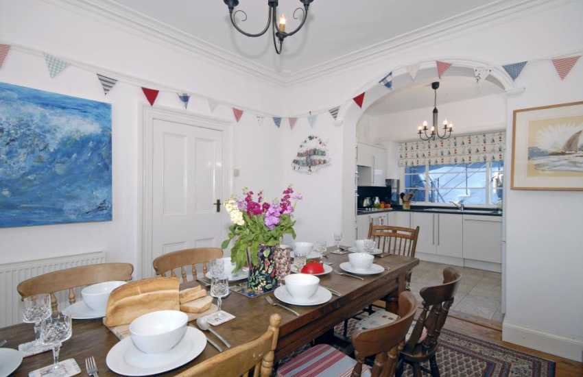 New Quay holiday home for rent with open plan kitchen/dining room