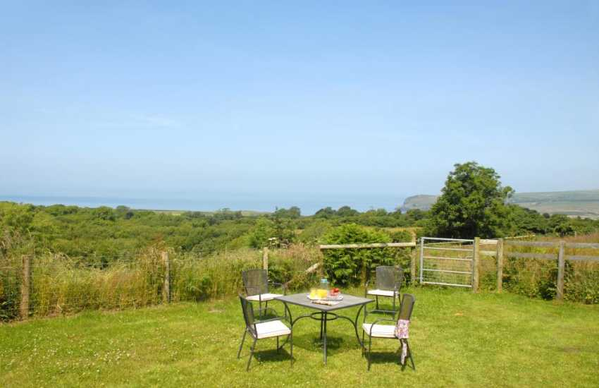 Holiday cottage Newport Pembrokeshire  - gardens with views to Morfa Head