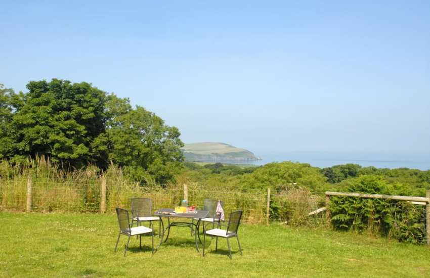Holiday cottage Newport Pembrokeshire  - gardens with views to Dinas Island