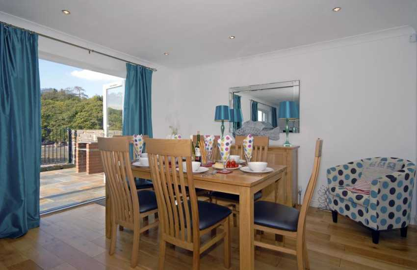 Milford Haven luxury holiday home - open plan living dining area