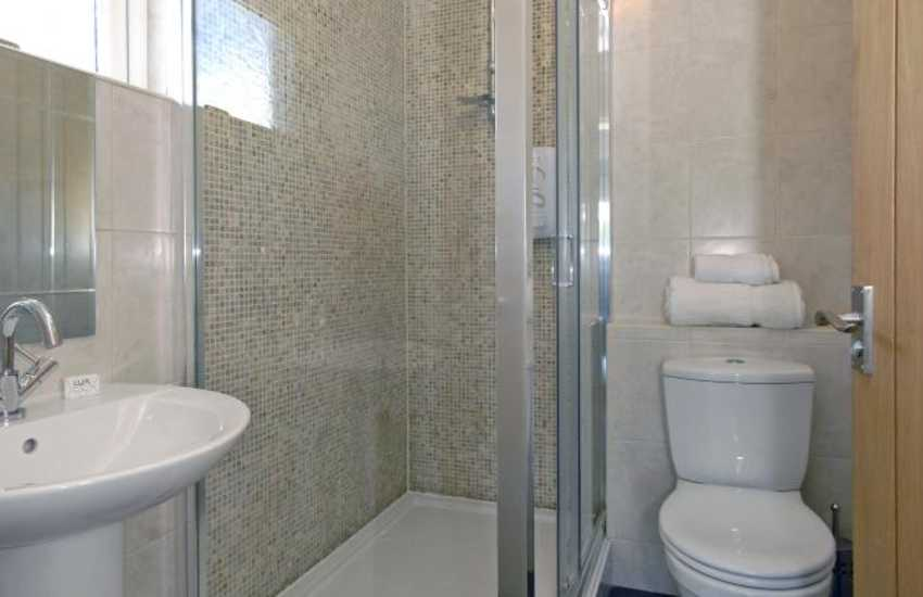 Pembrokeshire holiday cottage - luxury en-suite master shower
