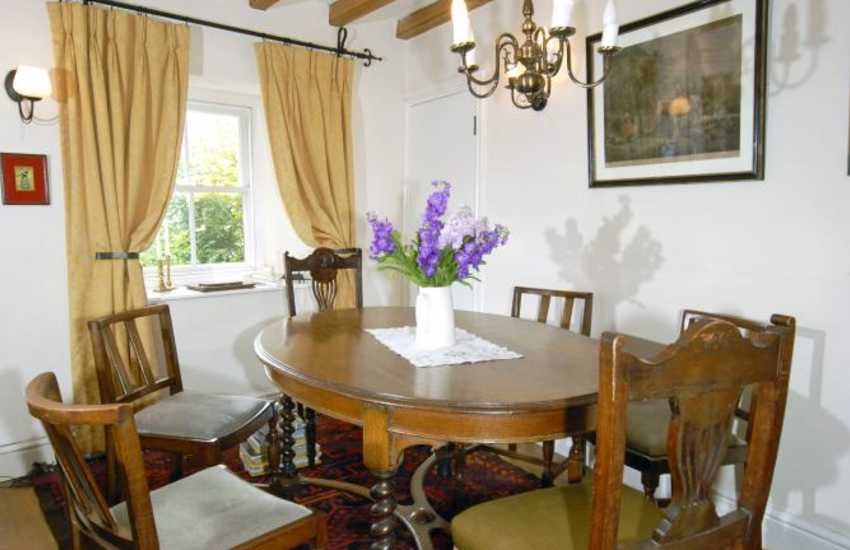 Coastal cottage in Pembrokeshire - dining area