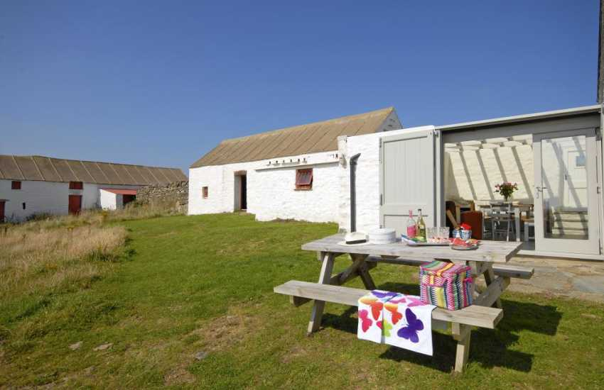 Pet free holiday home St Davids - gardens