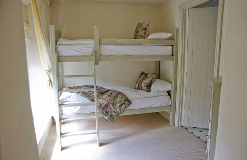 Cardiff self-catering apartment sleeps 5 (folding bed included) - bunk beds 2'6
