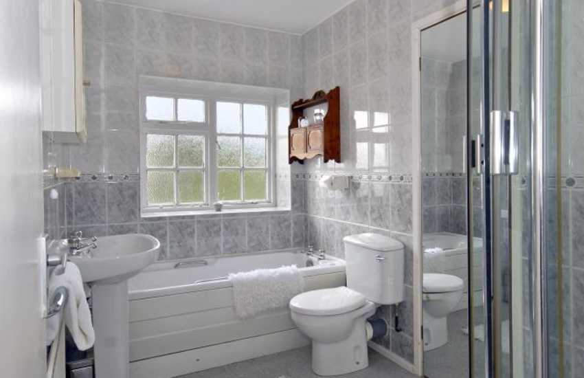 Dunraven Bay holiday home - family bathroom with separate shower