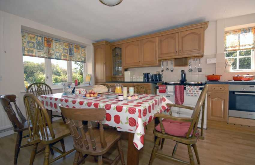 Self catering farmhouse Dunraven Beach - country style kitchen/diner