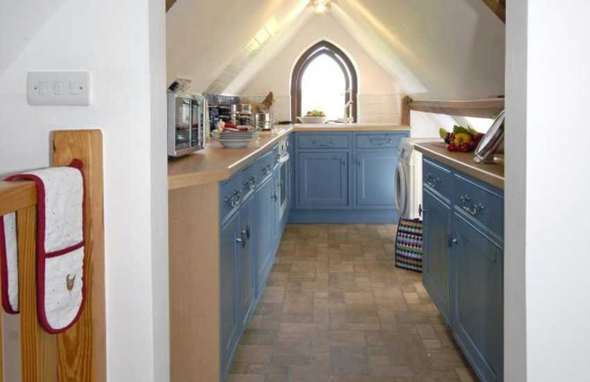 Self catering Dunraven Beach -  galley kitchen