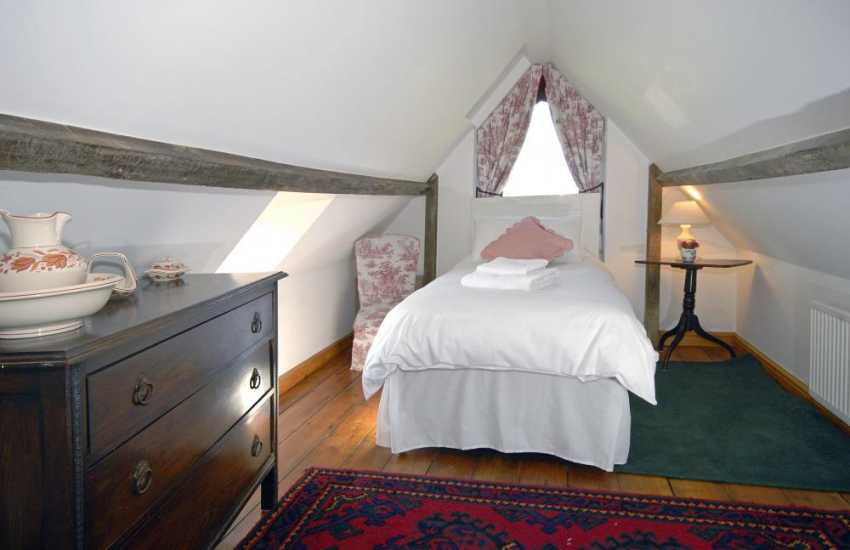 Southerndown holiday farmhouse sleeps 5 - single with garden views