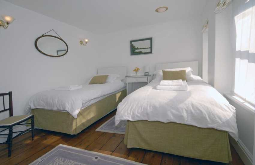 Cardiff coastal holiday home sleeps 5 - twin