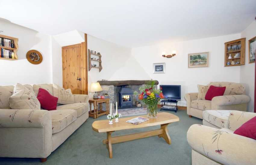 Holiday cottage near Broad Haven, North Pembrokeshire - lounge with sea views