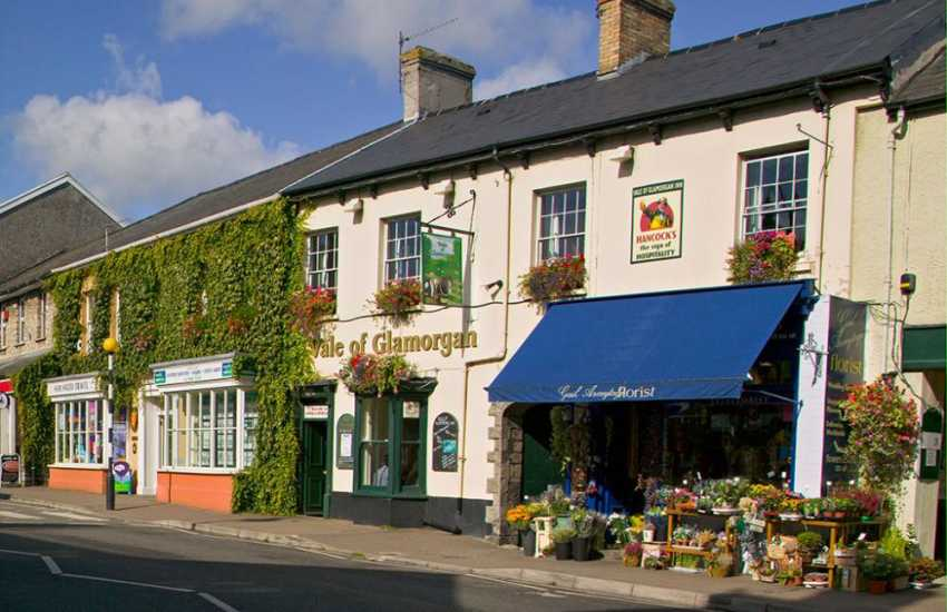 Cowbridge is a pretty market town and the Bond Street of Wales! Steeped in history with plenty of boutique shops, cafes, restaurants, wine bars and a fine arts and crafts centre