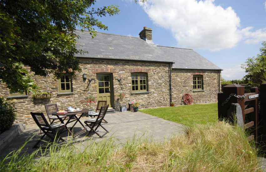 Welsh holiday cottage in the Pembrokeshire Coast National Park - pets welcome