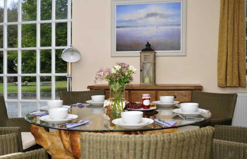 Rhosneigr holiday cottage - dining