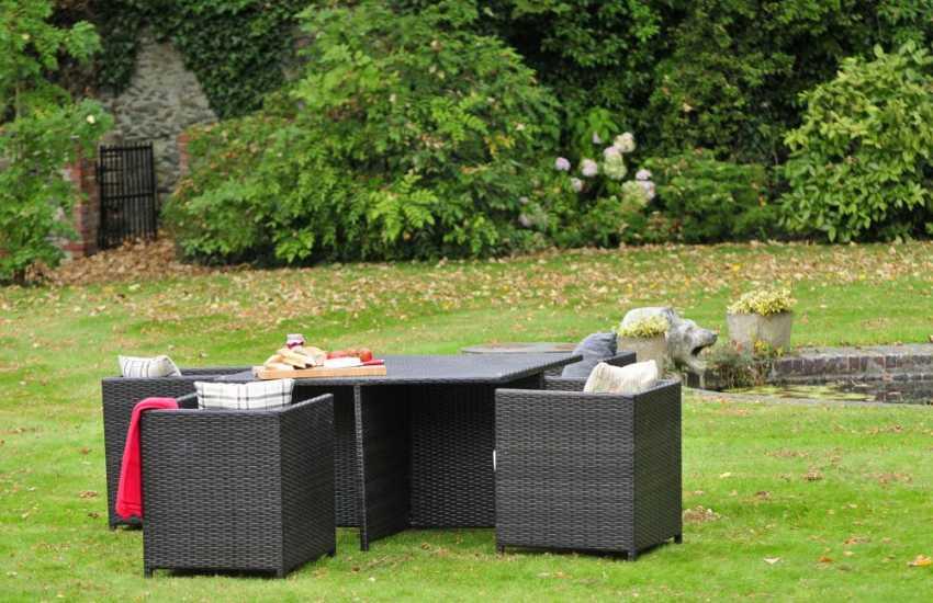 Pet friendly cottage Wales - garden