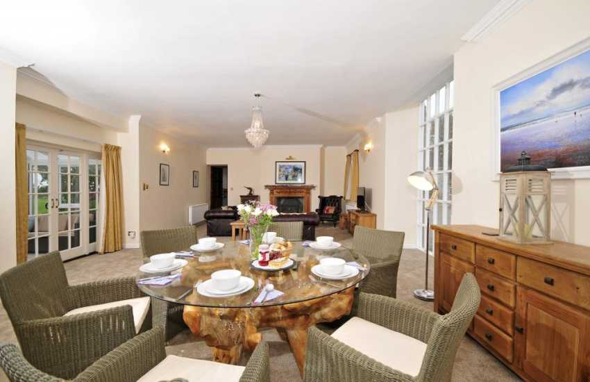 Pet friendly Anglesey holiday house - dining