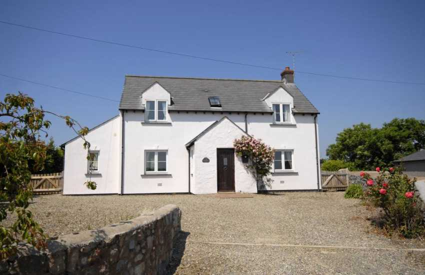 Bosherston holiday cottage with enclosed garden - pets welcome