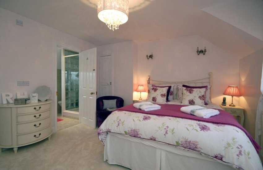 Broad Haven South holiday cottage sleeps 6 - double bedroom