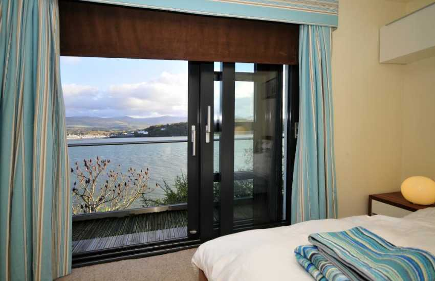 Menai Strait holiday house - bedroom