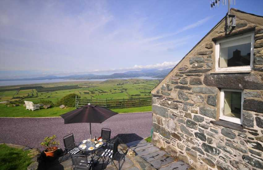 Cottage in wales with views - ext