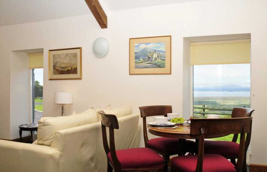 Cottage with amazing views snowdonia - dining
