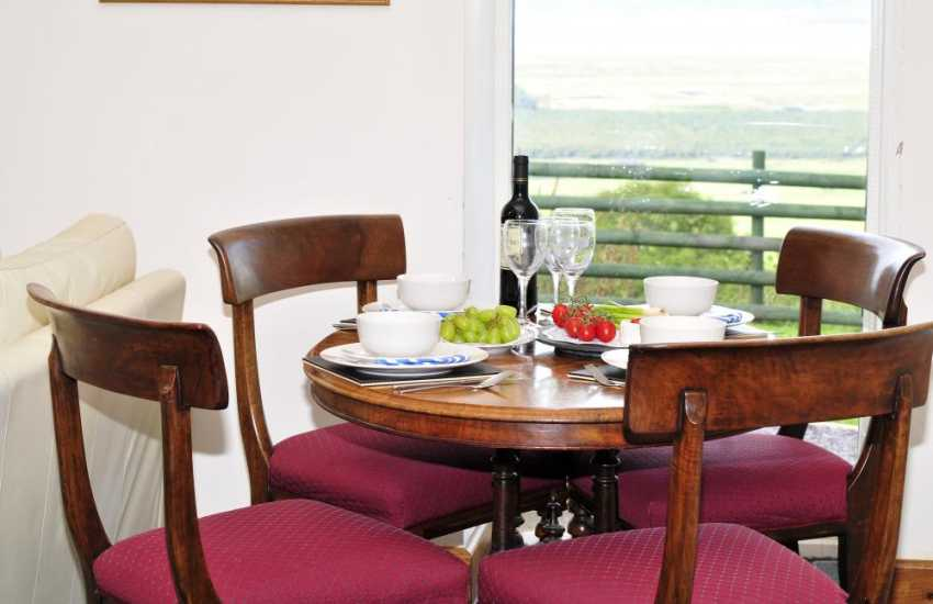 Snowdonia cottage with mountain views - dining