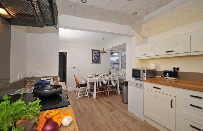 Anglesey coastal cottage - kitchen