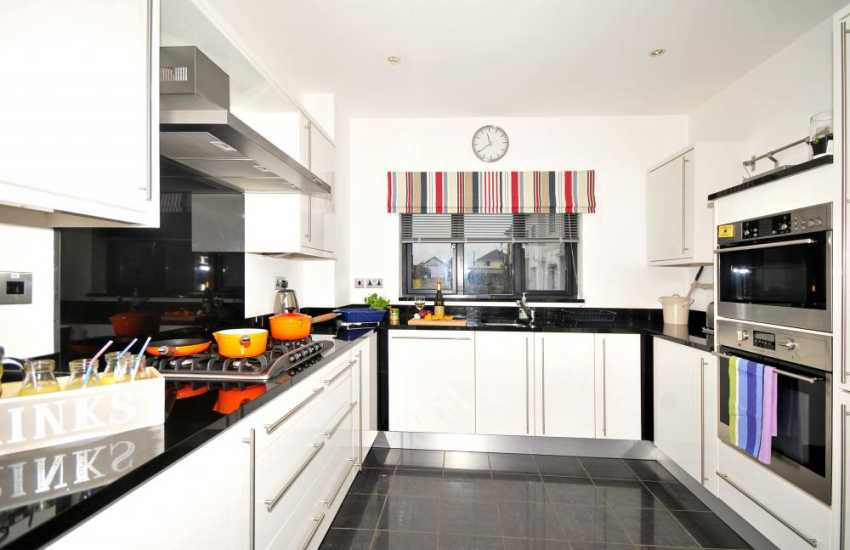 Luxury holiday cottage Anglesey - kitchen