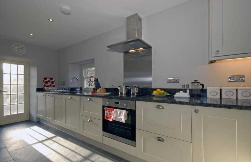 Self catering cottage near Whitesands Beach - luxury fitted kitchen with granite worktops
