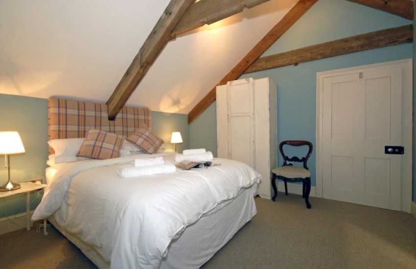 Luxurious North Pembrokeshire holiday home for 10 guests - double with en-suite bathroom