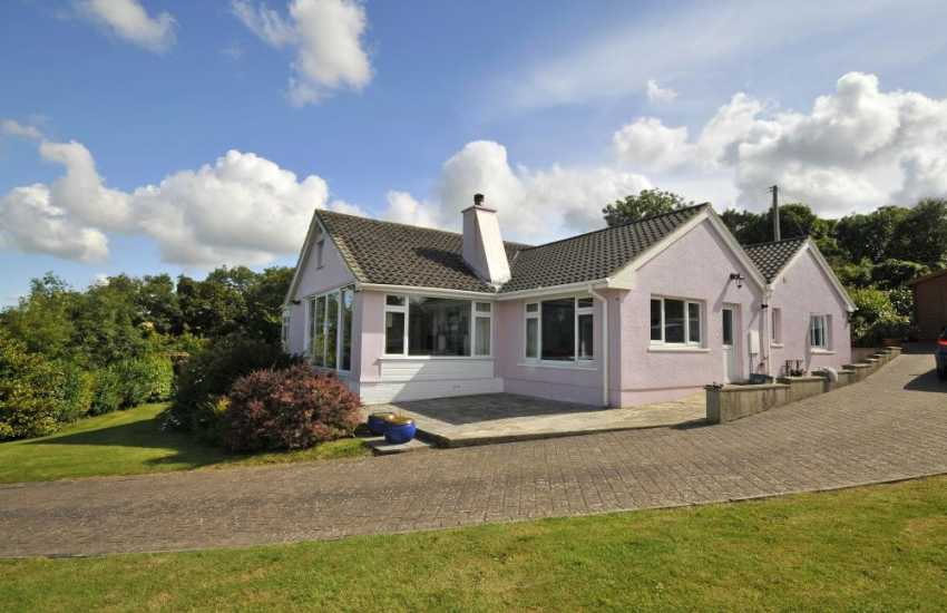 Holiday home with panoramic sea views and large garden