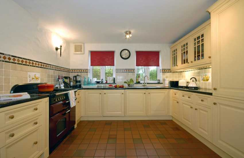 Self catering  Bosherston  - country style kitchen/diner
