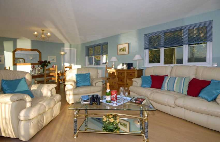 Pembrokeshire holiday home for families near the coast - open plan living/dining room