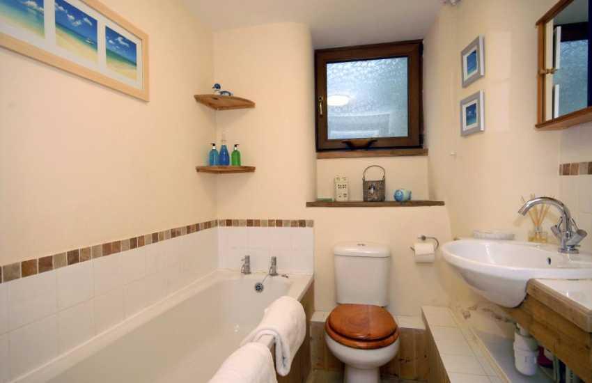 Pembrokeshire holiday cottage - ground floor bathroom