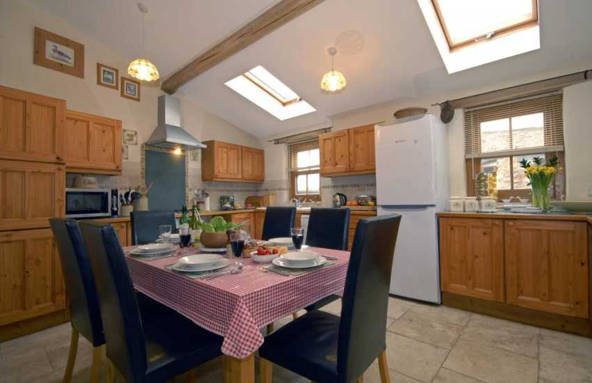 Self catering Pembrokeshire - spacious country style kitchen/diner