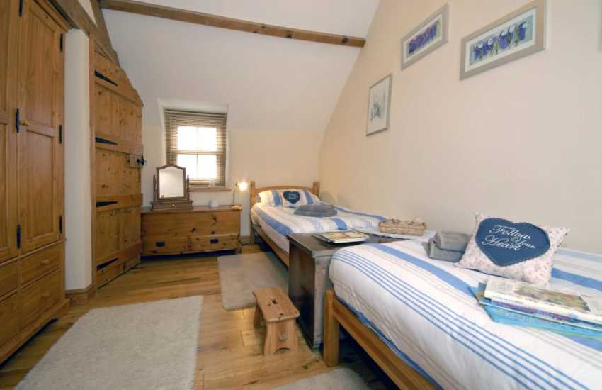 South Pembrokeshire holiday home sleeping 6 - twin