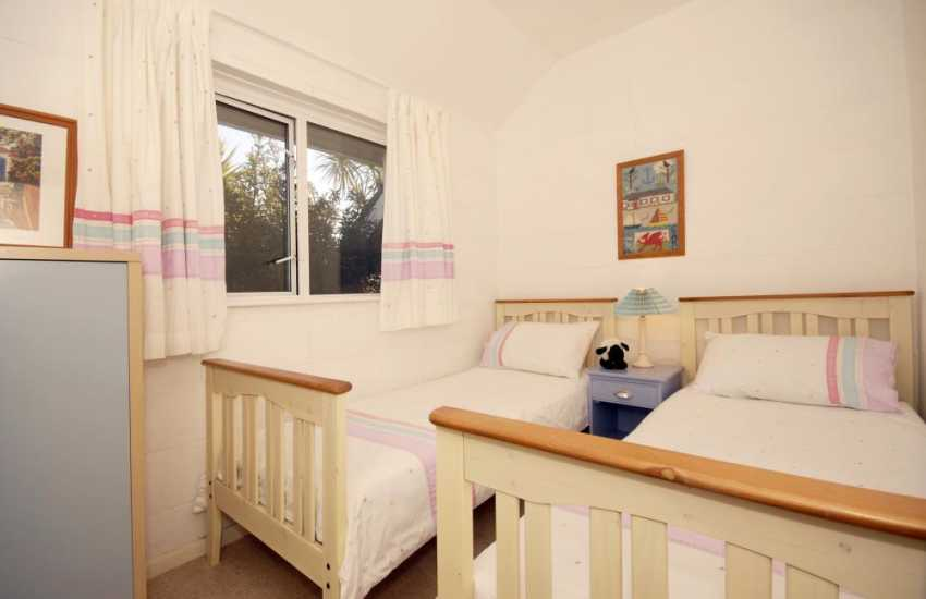 South Pembrokeshire holiday home sleeps 6 - twin