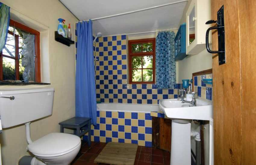 Newport Pembs holiday cottage - ground floor family bathroom