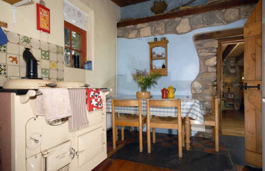 Self catering Newport Pembrokeshire - cottage with country style kitchen and Aga