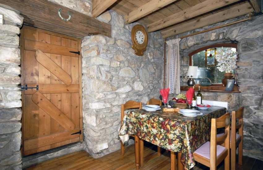 Newport, Pembrokeshire holiday cottage - Lounge/diner with log burning stove
