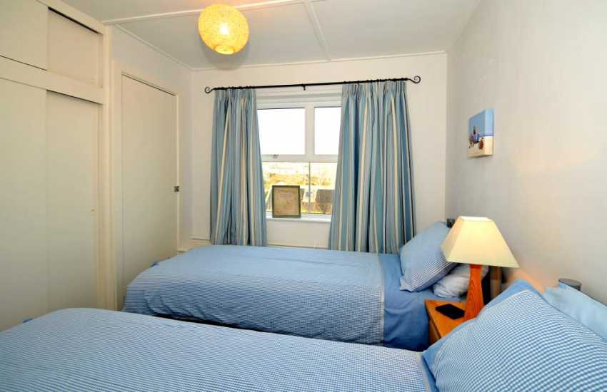 Solva holiday cottage - twin bedroom