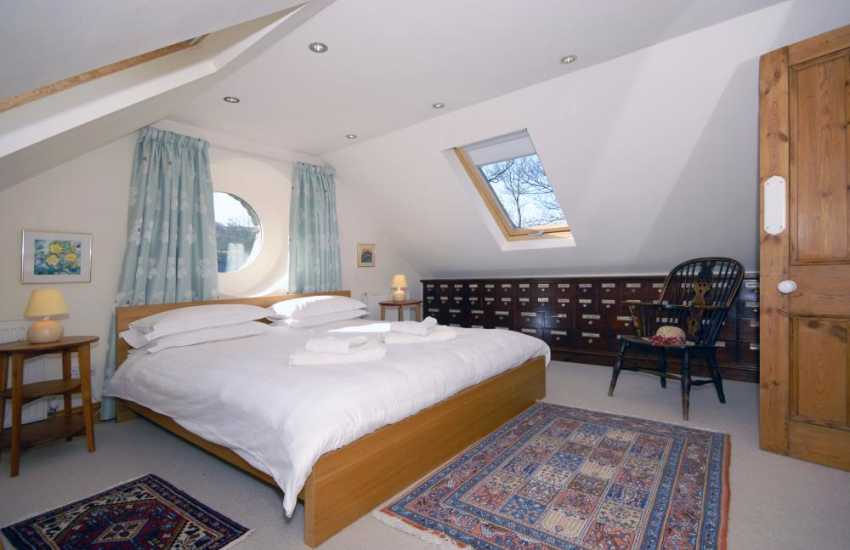 North Pembrokeshire coastal cottage with sea views - super king size bedroom