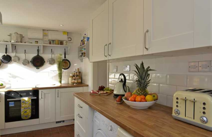 Welsh holiday cottage near Solva-kitchen